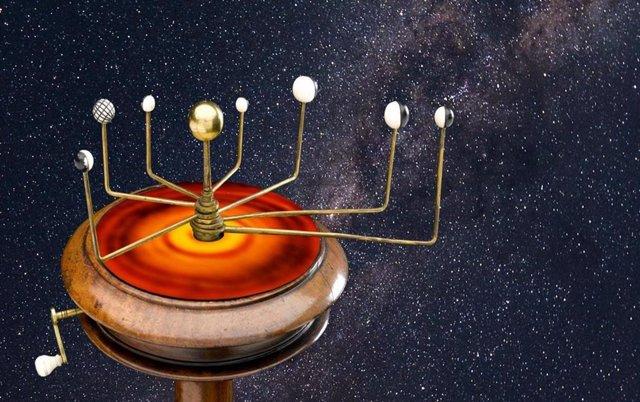 Dispositivo que reproduce el movimiento de los planetas