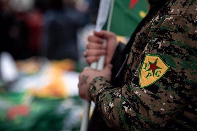 Insignia de las Unidades de Protección Popular kurdas (YPG)