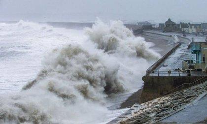 Un temporal costero afectará este martes a todo el litoral gallego, que estará en alerta naranja