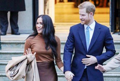 """R.Unido.- Isabel II """"respeta y comprende"""" el deseo de Enrique y Meghan y da su bendición para su marcha a Canadá"""