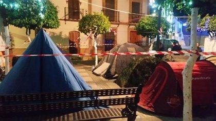 Los acampados del Sector F de Almensilla se reúnen con la alcaldesa pero continúan con la protesta