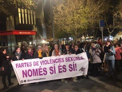 Más de 70 personas se concentran en Palma para rechazar la violación grupal a una menor la pasada Nochebuena