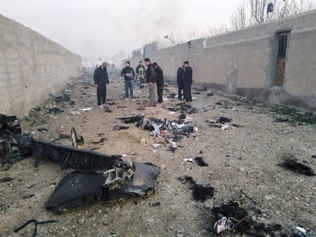 Restos del avión ucraniano, en el que viajaban 176 personas, que se estrelló al poco de despegar del Aeropuerto Internacional Imán Jomeini de Teherán, Irán
