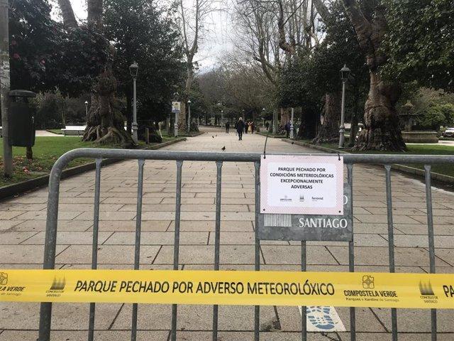 Parques cerrados en Santiago por la alerta por temporal de viento.