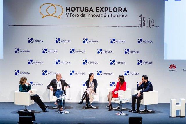 La ministra de Industria, Comercio y Turismo, Reyes Maroto inaugura la VI edición del Foro Hotusa Explora