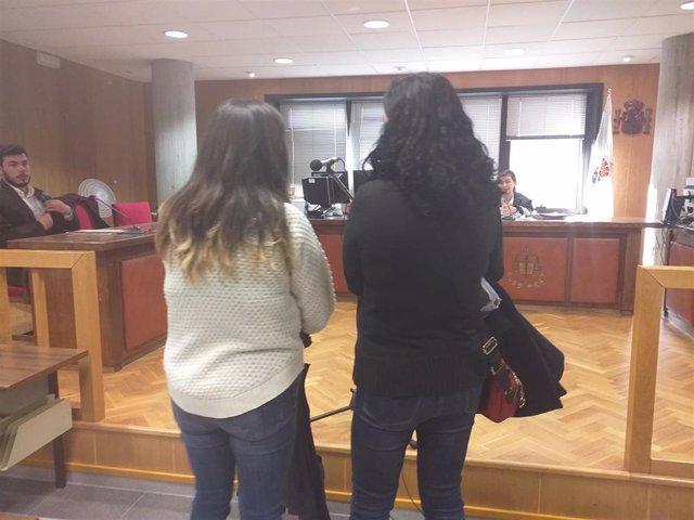 Madre e hija acusadas de agredir a un profesor de la Universidade de Vigo durante el juicio