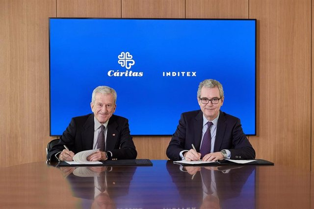 Acuerdo entre Cáritas e Inditex firmado el 14 de enero en la sede de Inditex en Arteixo (A Coruña) entre los presidentes de ambas organizaciones, Pablo Isla y Manuel Bretón, respectivamente