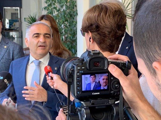 El delegado de Educación y Deporte de la Junta en Granada, Antonio Jesús Castillo