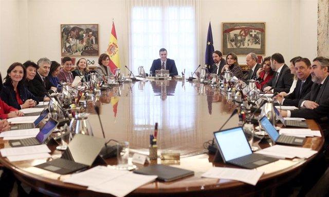 Sala de reuniones de La Moncloa durante el primer consejo de ministros del Gobierno de coalición del PSOE y Unidas Podemos.