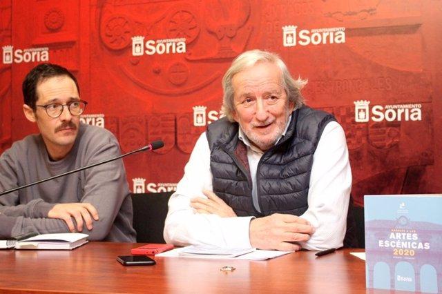 Lucas Fernández (izda) y Jesús Bárez explican la campaña cultural invierno-primavera en Soria.