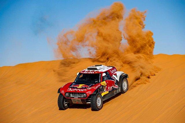 AV.- Rally/Dakar.- Carlos Sainz mantiene el liderato del Dakar por 24 segundos s