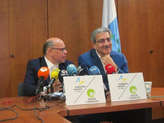 El secretario general de CC, José Miguel Barragán y el presidente de NC, Román Rodríguez, en rueda de prensa