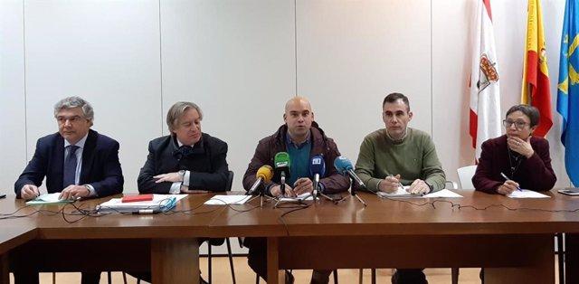 Representantes de los cinco grupos de la oposición del Ayuntamiento de Gijón