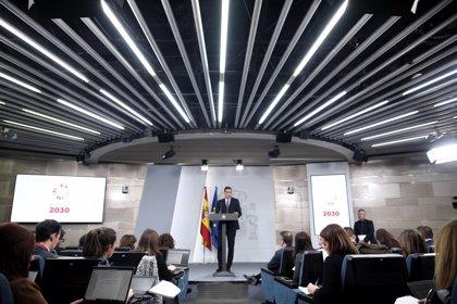 Sánchez activará el diálogo social para que empresarios y sindicatos hagan una propuesta de subida del SMI