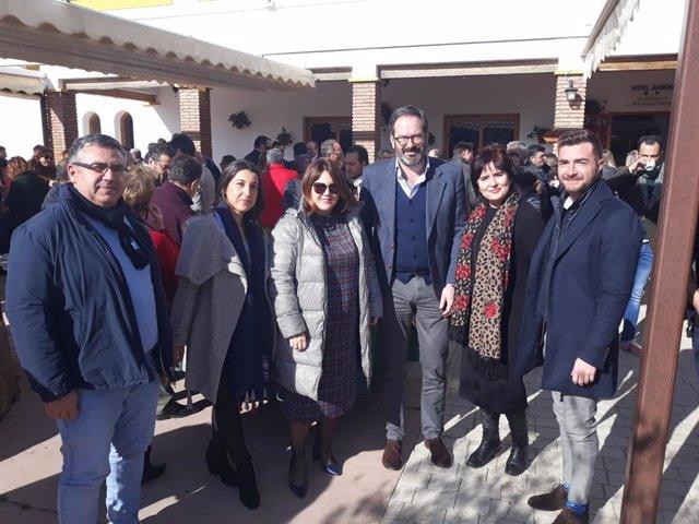 Natacha Rivas, tercera por la izquierda, en una jornada sobre despoblación rural