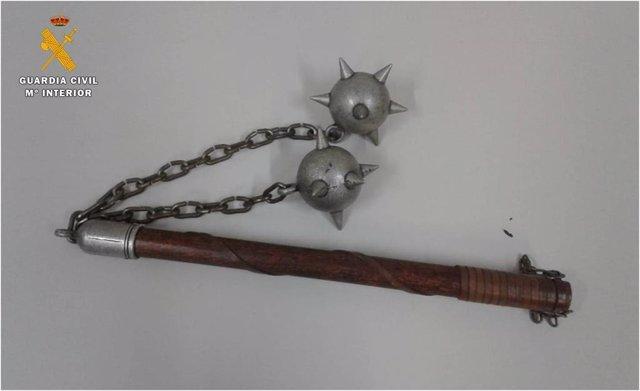 Mangual o 'rompecabezas' que portaba un hombre en Casetas, con el que intimidó a varios viandantes.