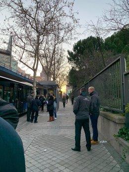 Normalidad en el servicio especial de autobuses por el cierre de la L4 de Metro