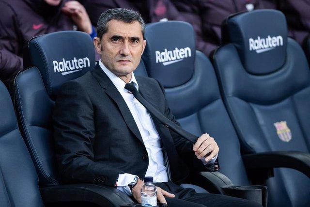 Ernesto Valverde, durante un partido con el FC Barcelona.