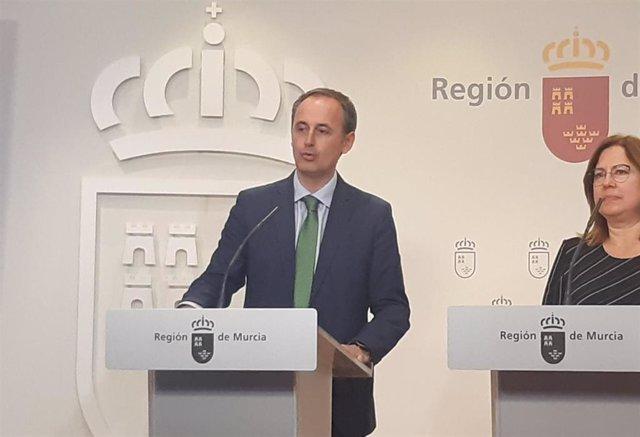 El consejero Javier Celdrán, en la rueda de prensa