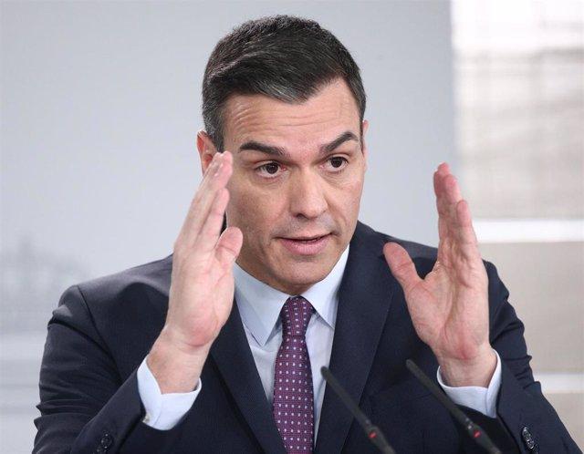 El presidente del Gobierno, Pedro Sánchez, en rueda de prensa tras la primera reunión del consejo de ministros del Gobierno de coalición de PSOE y Unidas Podemos.