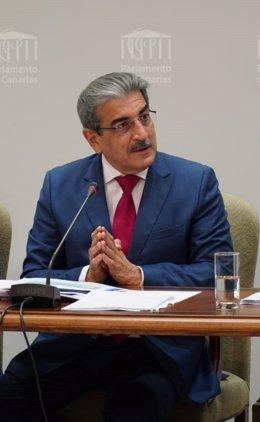 El vicepresidente y consejero de Hacienda del Gobierno de Canarias, Román Rodríguez