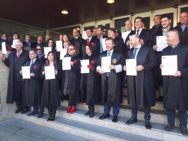 Concentración de abogados de oficio en Toledo en protesta por el impago de servicios