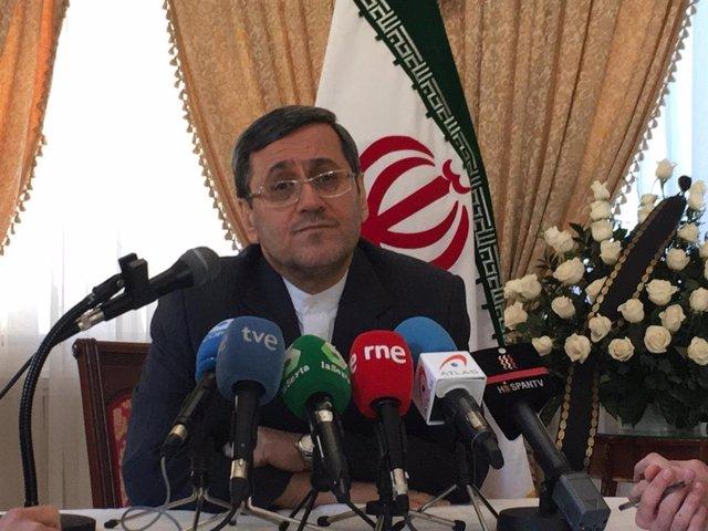 Hasán Ghasghavi, embajador de Irán en España, en una rueda de prensa en su legación diplomática en Madrid
