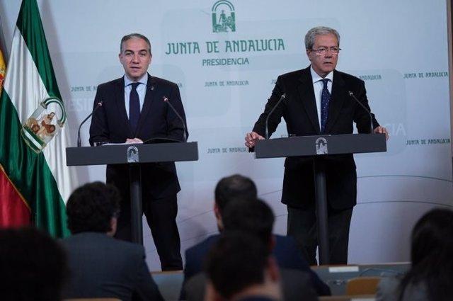 Elías Bendodo y Rogelio Velasco, en la rueda de prensa posterior a la reunión del Consejo de Gobierno.