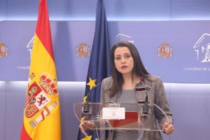 Arrimadas critica que Sánchez siga tratando a Torra como diputado y president