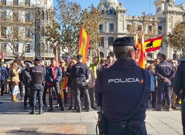 Policía durante el desfile de Les Magues