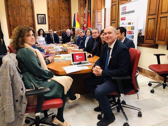 La Universidad de Murcia constituye el 'Foro ODSesiones de Desarrollo Sostenible de la Región de Murcia' con el rector José Luján; Beatriz Ballesteros, consejera de Transparencia; y Longinos Marín, vicerrector de Responsabilidad Social y Transparencia