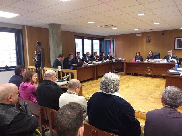 Juicio contra seis acusados, tres de ellos guardias civiles, por falsear documentación de avituallamiento de buques en el puerto de Marín para realizar contrabando de tabaco.