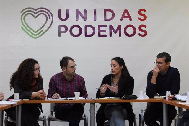 El coordinador general de IU y portavoz de Adelante Andalucía, Toni Valero, reunido con diputados este martes