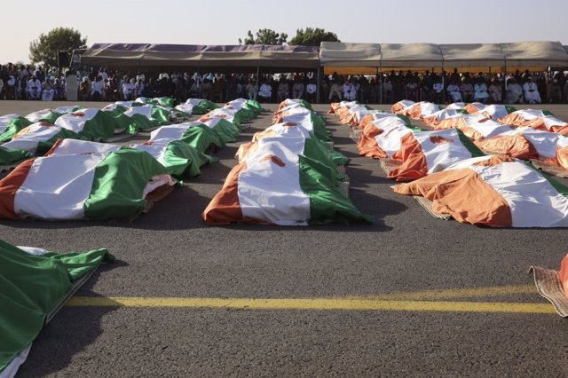 Funeral por los 71 militares muertos en el ataque contra la base de Inates