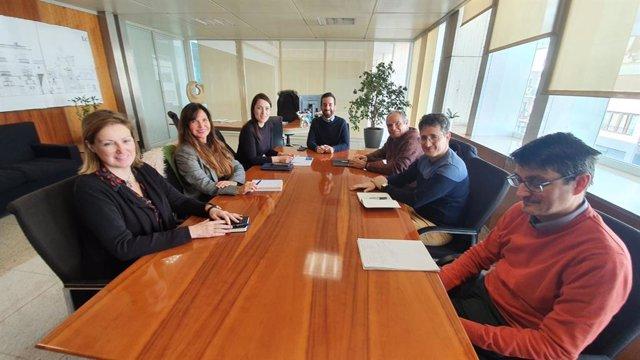 Reunión entre representantes del Ayuntamiento de Ibiza y del Consell insular.