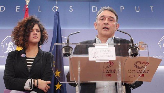 Los diputados de Unidas Podemos en el Congreso de los Diputados, Sofía Fernández Castañón y Enrique Santiago intervienen para presentar la denuncia que registrarán en la Fiscalía General del Estado por los supuestos delitos cometidos contra la menor del `