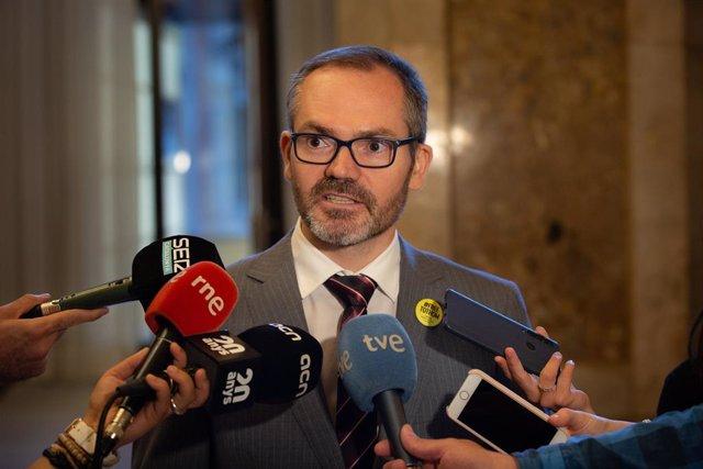 Josep Costa atén els mitjans de comunicació