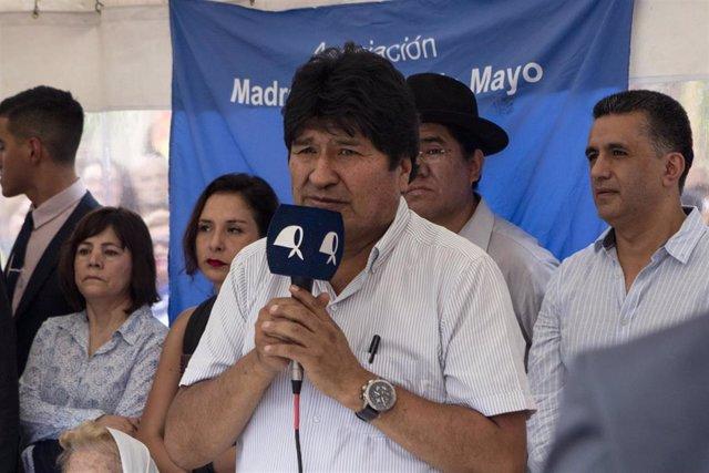 Evo Morales en un acto de las Madres de la Plaza de Mayo