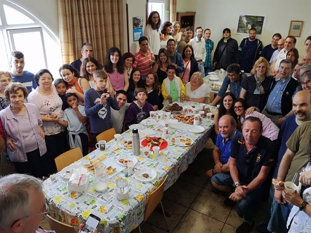 Las personas implicadas en uno de los proyectos seleccionados para ganar el Premio al Voluntariado