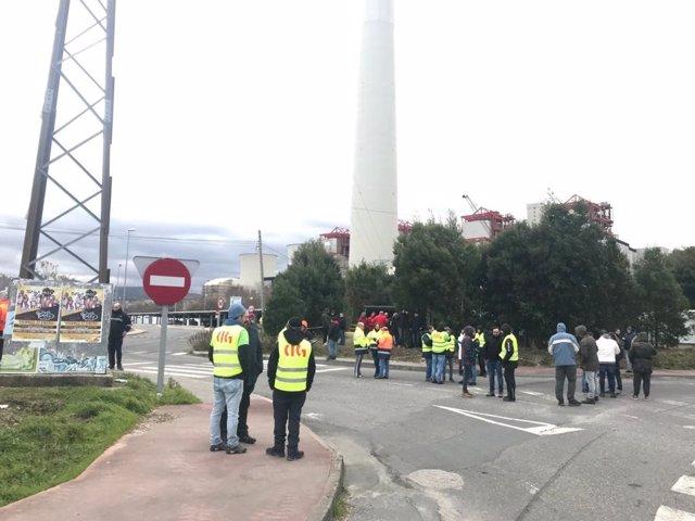 Piquetes situados en las proximidades al acceso a Endesa en As Pontes.