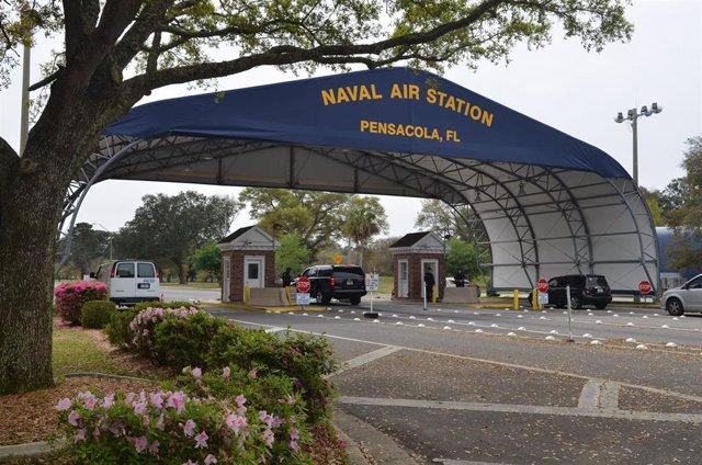 La entrada principal de la Base Aérea y Naval de Pensacola, en Florida (EEUU)