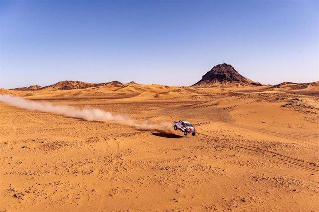 Fernando Alonso durante la octava etapa del Rally Dakar