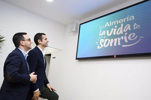 Fernández-Pacheco junto al concejal de Promoción de la Ciudad, Carlos Sánchez