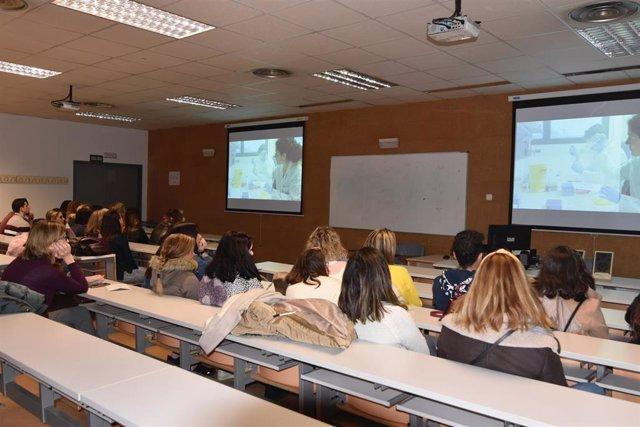 Un grupo de alumnos en su visita al Hospital Reina Sofía