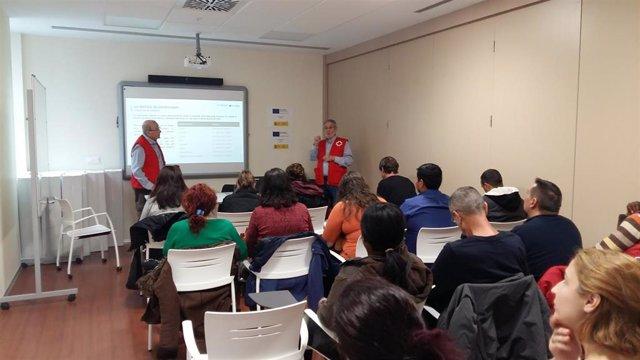 Un taller de ahorro organizado por Cruz Roja