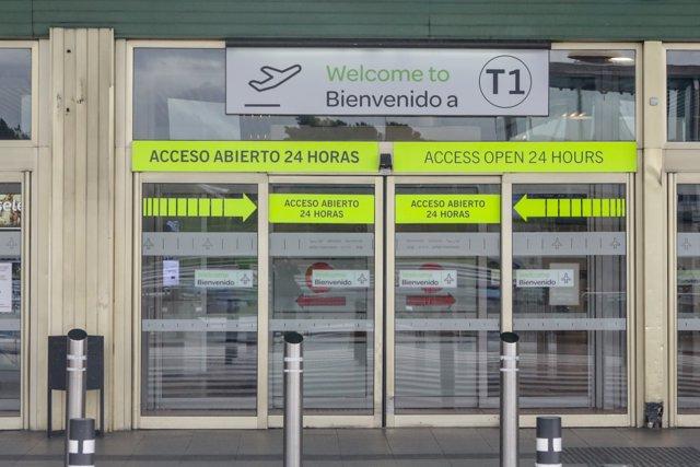 Entrada a la Terminal 1 del aeropuerto Adolfo Suárez Madrid-Barajas  durante la operación salida de Navidad, en Madrid a 20 de diciembre de 2019.