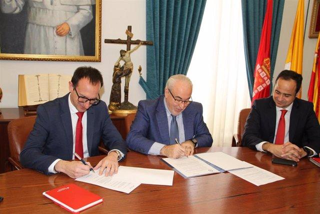 José Luis Mendoza y José María García de los Ríos suscriben el acuerdo de colaboración