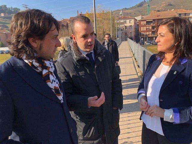 La presidenta del Gobierno, Concha Andreu, y el consejero de Sostenibilidad y Transición Ecológica, José Luis Rubio, reunidos con el alcalde de Nájera, Jonás Olarte, para analizar proyectos