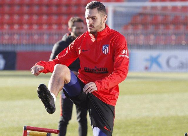 Fútbol.- Koke recae de su lesión y Giménez sufre un edema muscular
