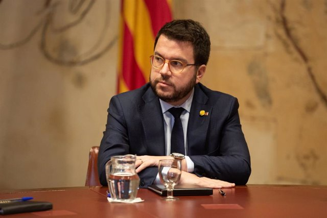 El vicepresidente de la Generalitat, Pere Aragonès, durante su reunión con el presidente de la Generalitat, Quim Torra, quien ha propuesto defender la autodeterminación en la mesa de negociación con el Gobierno.
